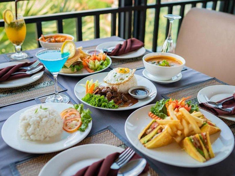 Nice room for 2 in hotel historical style Angkor, location de vacances à Sueydongkorn