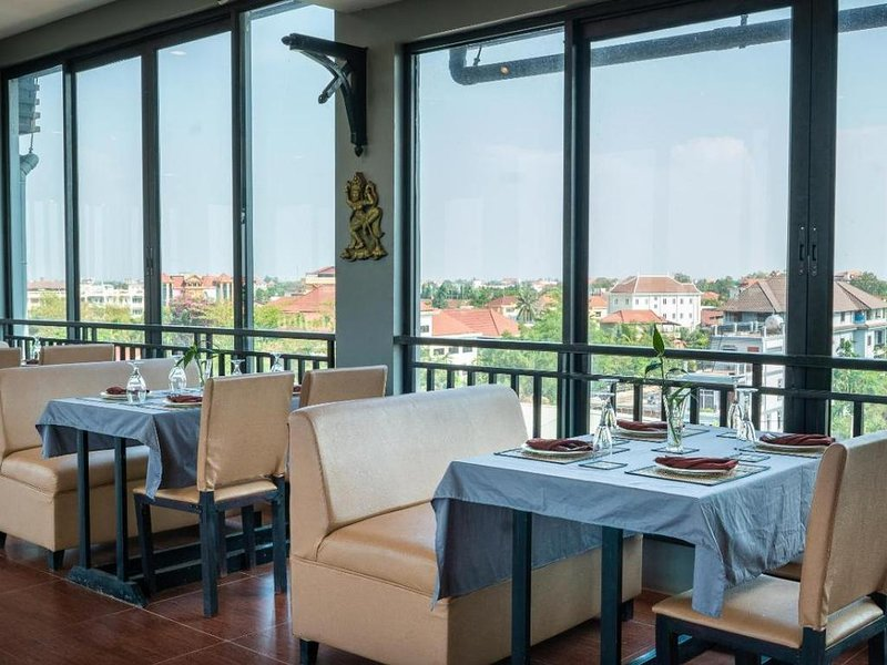 Nice double room in hotel with historical style of Angkor, location de vacances à Sueydongkorn