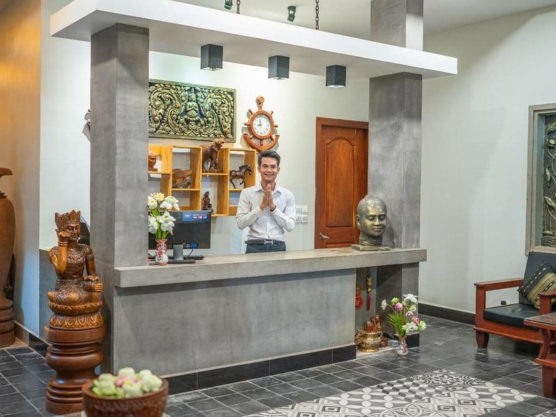 Nice Hotel double room historical style Angkor, location de vacances à Sueydongkorn