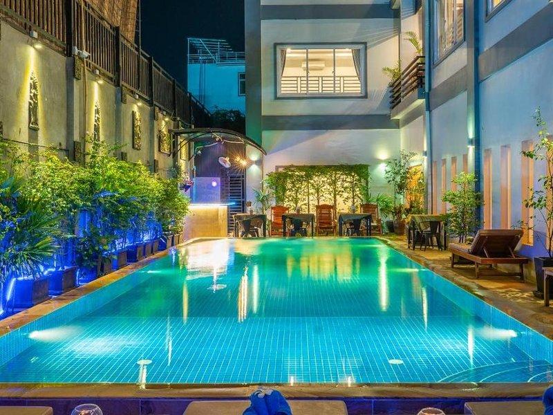 Nice double room in historical style Angkor hotel, location de vacances à Sueydongkorn