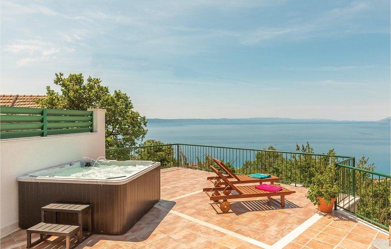 Amazing home in Tucepi with WiFi and 2 Bedrooms (CDF416), alquiler de vacaciones en Tucepi