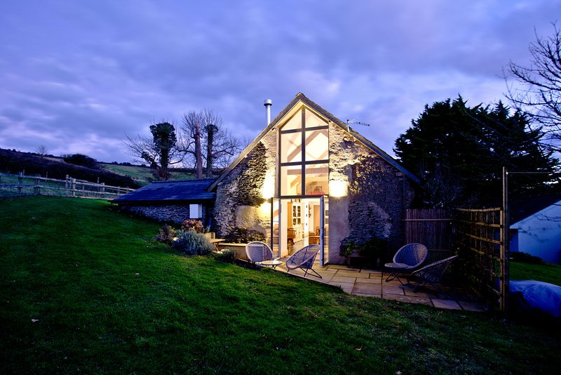 Highview Barn - A newly converted barn with loads of space for four within two m, vacation rental in Saunton