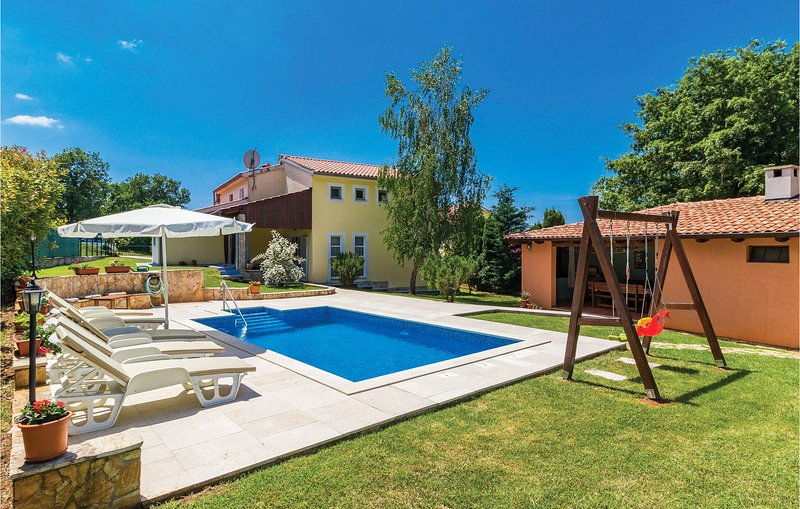 Amazing home in Loborika with WiFi and 4 Bedrooms (CIL093), holiday rental in Loborika