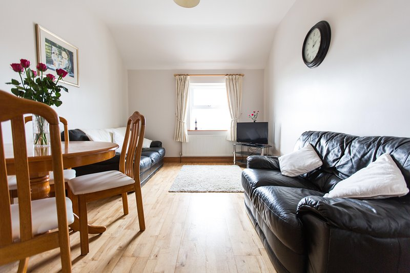 Apartment No.3 Buncrana with beach & hill view, holiday rental in Rathmullan