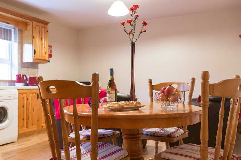 Seaside Apt No. 4, ( To the rear of building no view separate entrance ), holiday rental in Rathmullan