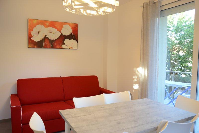 'La Casa di Pippo-Bilocale rosso',nuovo,luminoso, a due passi dal mare, vacation rental in Semino