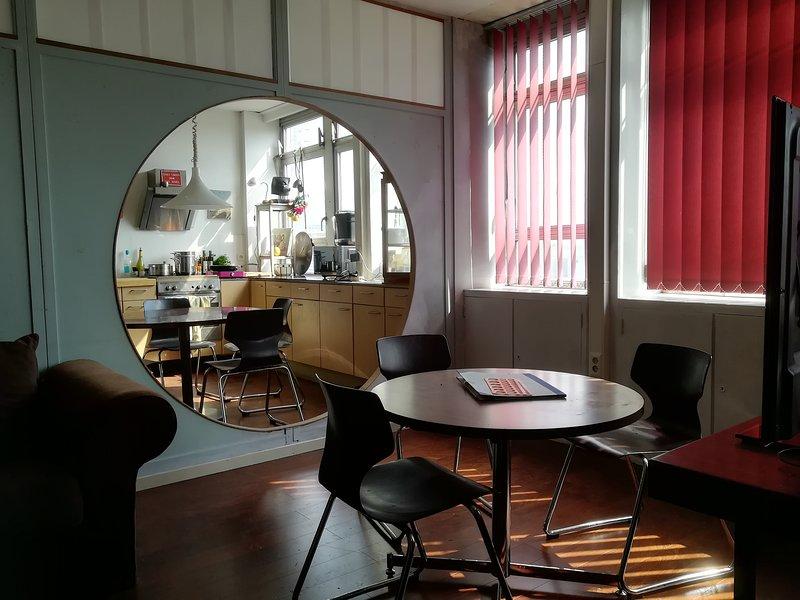ROOM 404 (pour groupes) 10-places / Camp-in-Ghostel / CHARLEROI / PROVIDENCE, location de vacances à Nivelles
