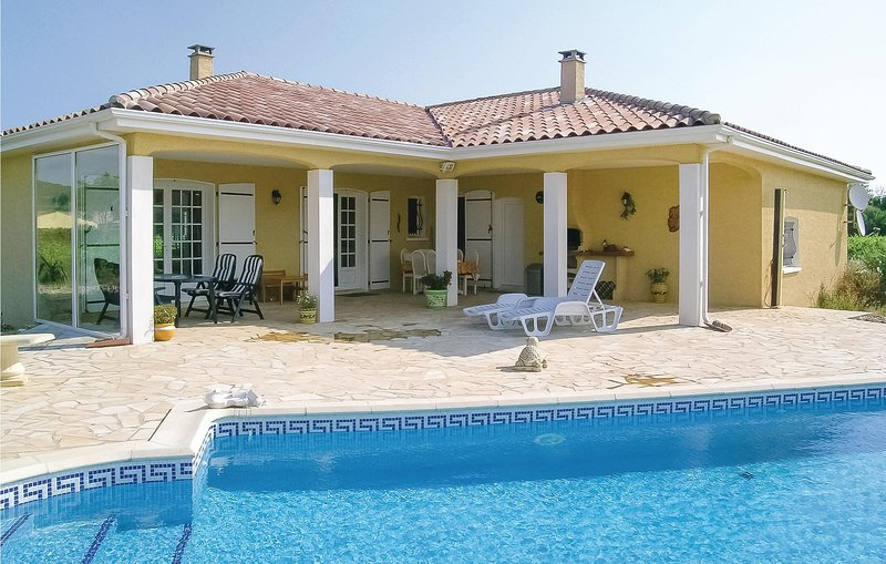 Beautiful home in Argeliers with Outdoor swimming pool, WiFi and 3 Bedrooms (FLA, holiday rental in Argeliers