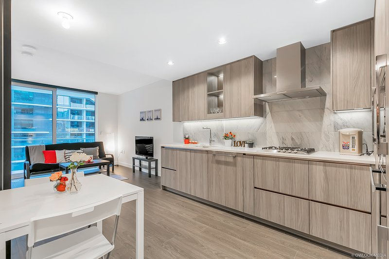 Yaletown Luxury 1 bedroom+1 den with amazing pool, location de vacances à Vancouver