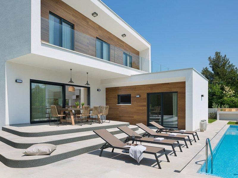 Vabriga Villa Sleeps 6 with Pool and Air Con - 5821143, vacation rental in Cervar Porat