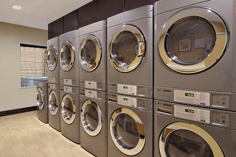 Faites votre lessive facilement en utilisant les installations de buanderie sur place.