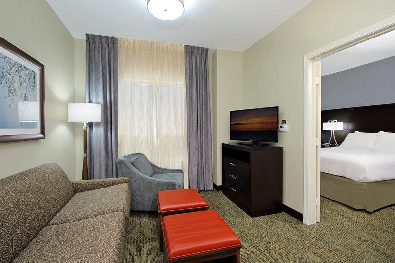 Profitez de la décoration chaleureuse et confortable.