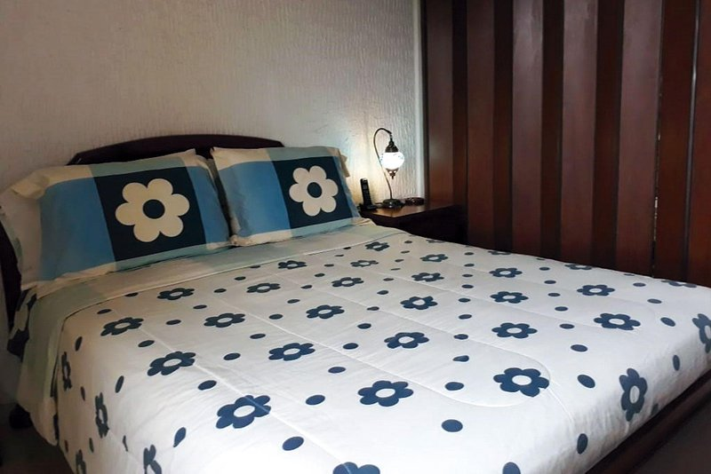 Private room with beautiful view and excellent location!, vacation rental in Yumbo