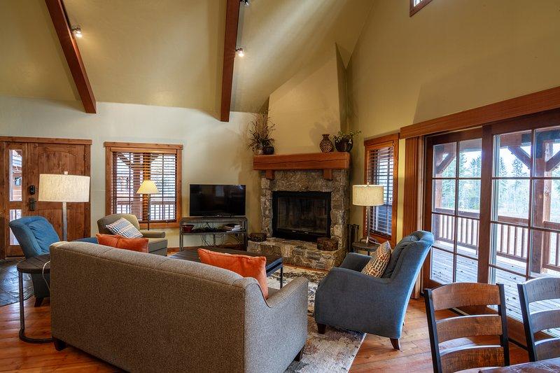 Forest Creek | Tamarack Resort | Sleeps 8, casa vacanza a Donnelly