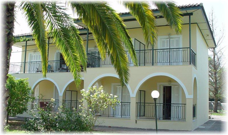 Kivotos Studio Apartments, holiday rental in Astrakeri