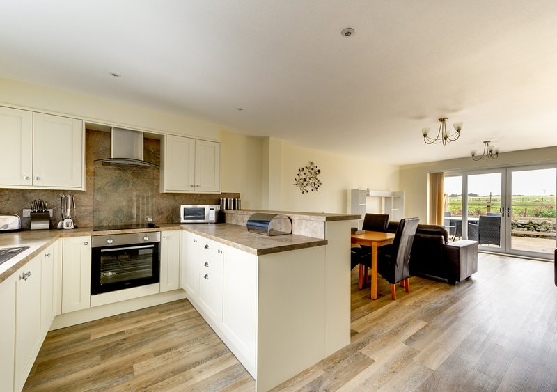 Sea Holly, Lodge 4, holiday rental in Newton by the Sea
