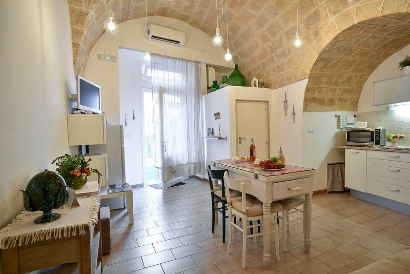 Dimora Cardinale: Apartment in Polignano for couple in Centre, holiday rental in Polignano a Mare
