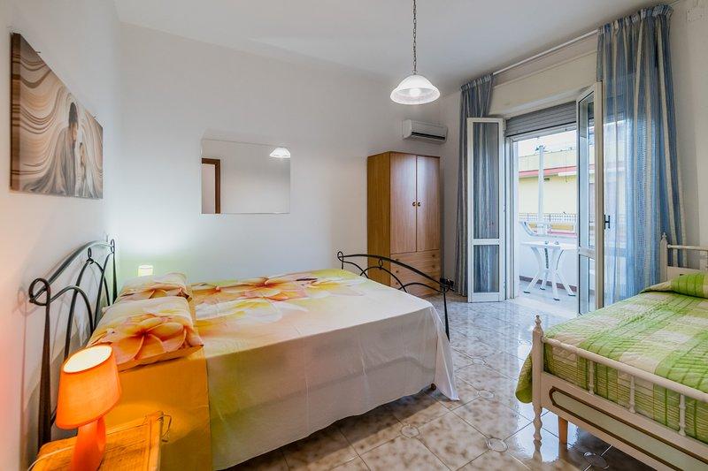 Appartamento spiaggia raggiungibile a piedi m510, holiday rental in Scala di Furno