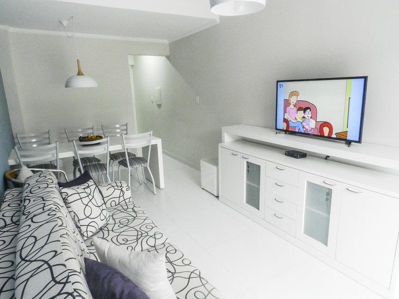 Dende Apto Luxo Net 50mb Netflix Praia Grande Ubatuba, vacation rental in Ubatuba