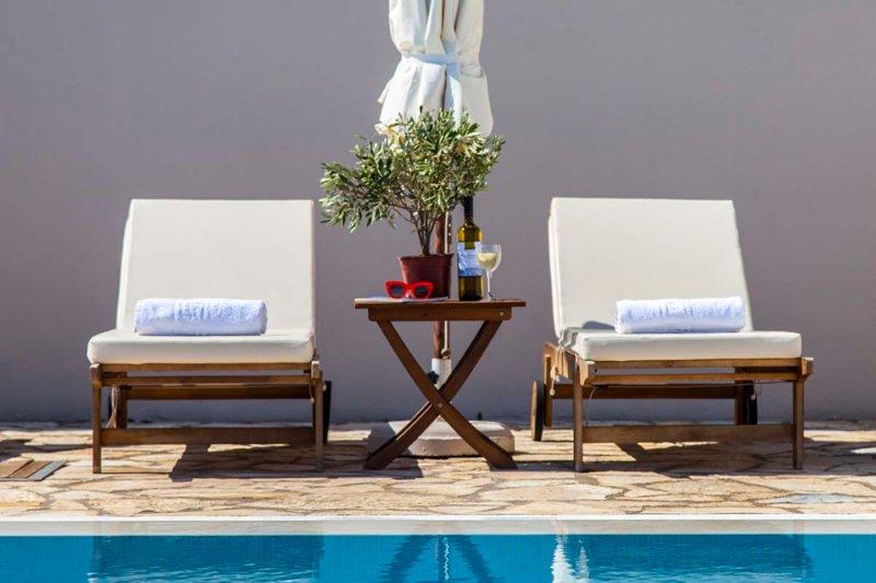 Stylish Two-Bedroom Dream Apartment in Vasiliki, Lefkada, holiday rental in Dragano