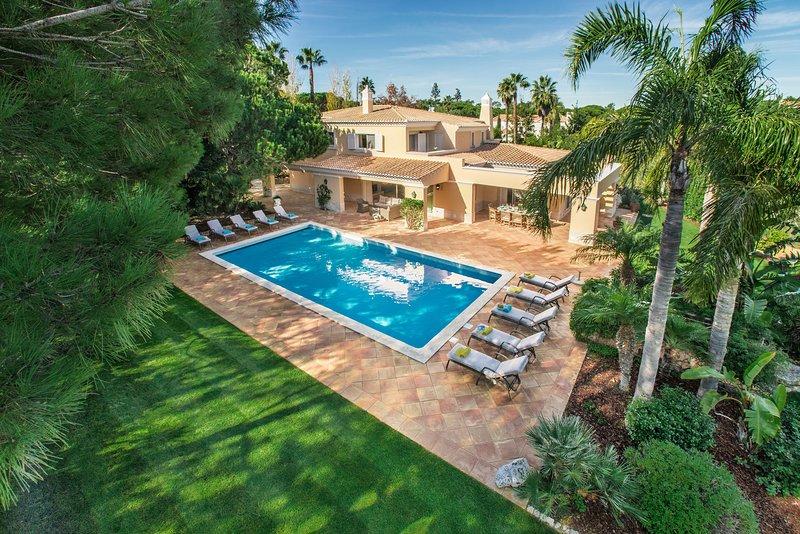 5 bedroom villa Quinta do Lago, private pool, golf course views, walk to beach, holiday rental in Quinta do Lago