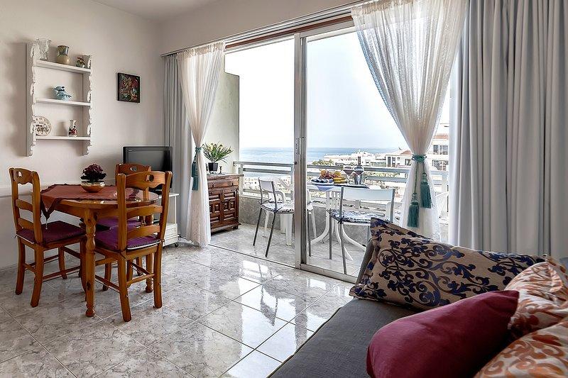 Apartment Arenas Negras, Puerto Santiago, holiday rental in Puerto de Santiago