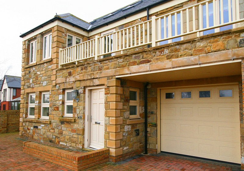 No 1, Twin Palms, holiday rental in Seahouses