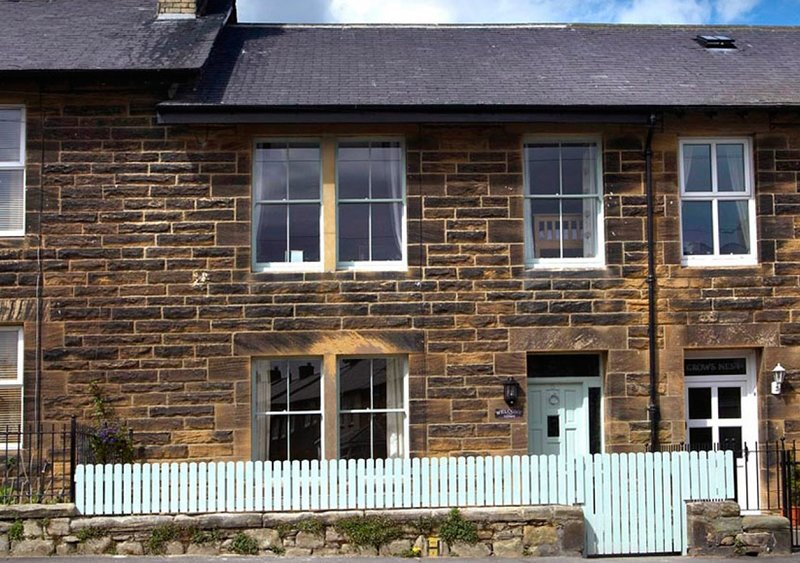 Pebble Cottage, holiday rental in Seahouses