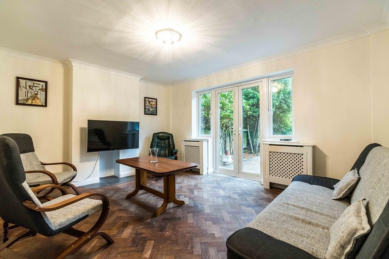 NEW 2BD East London Flat with Garden - Woodford, vacation rental in Loughton
