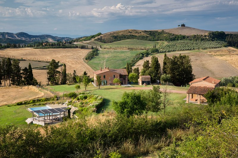 Luxury Country Villa with Infinity Pool, alquiler vacacional en Ghizzano