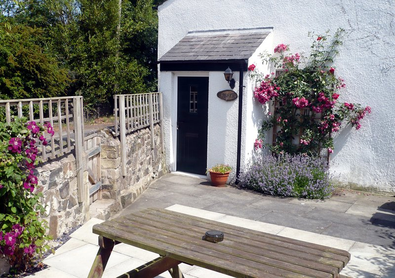 Larch Cottage, holiday rental in Rennington