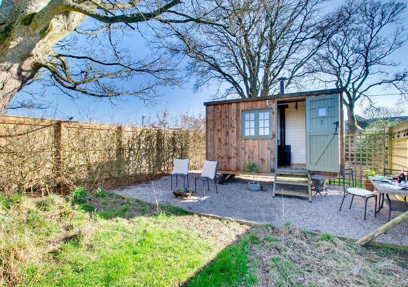 Manor House Shepherds Hut, vacation rental in Low Brunton