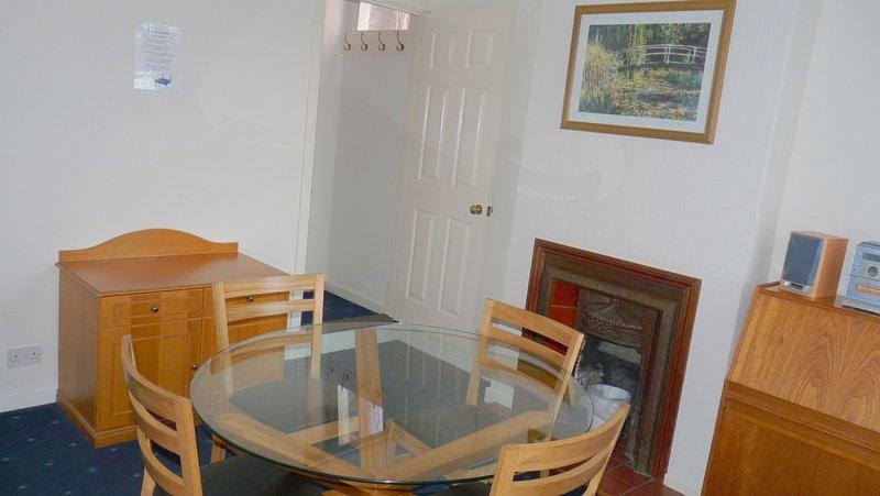3-Bed house in Sittingbourne, DW Lettings, 13 Vic, alquiler de vacaciones en Sittingbourne