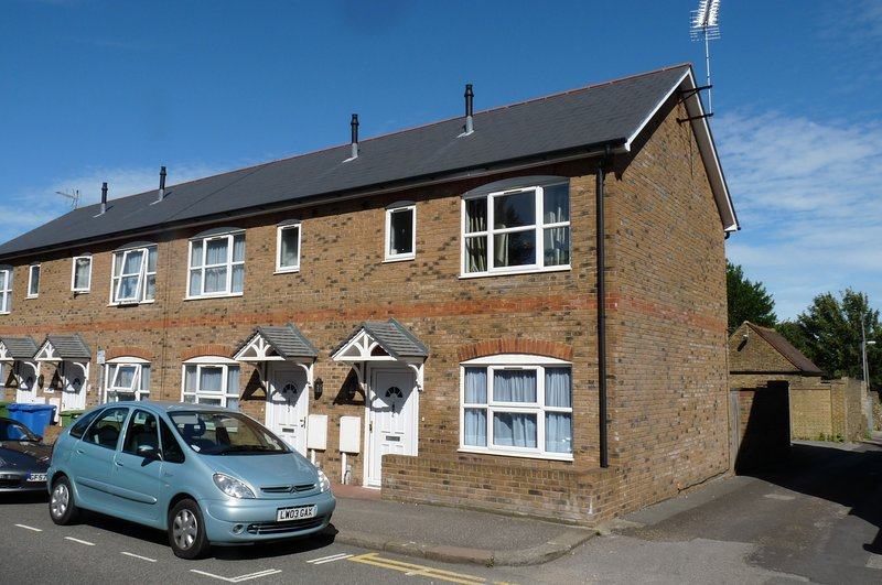 Lovely 2-Bed House in Sittingbourne, vacation rental in Minster on Sea