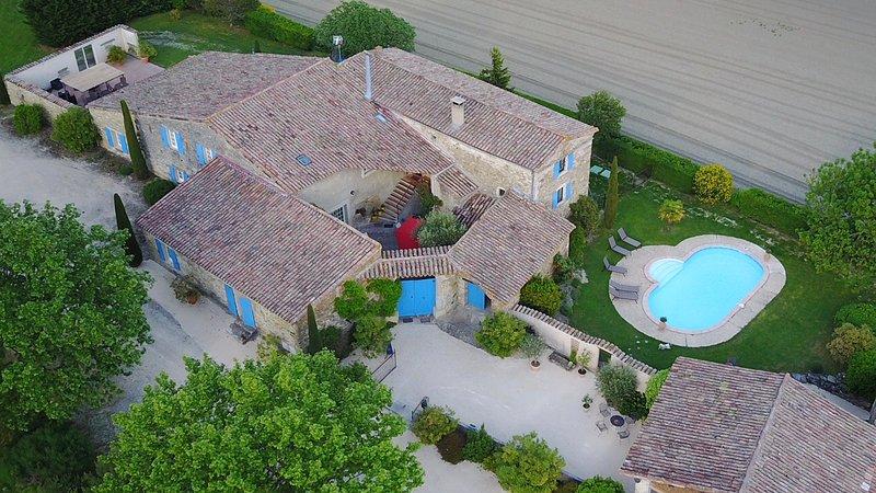 Le Mas de Janne en Drôme provençale avec piscine sécurisée pour 10/12 personnes, location de vacances à Divajeu