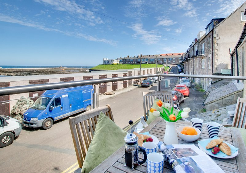Masons Cottage Harbourside, holiday rental in Seahouses