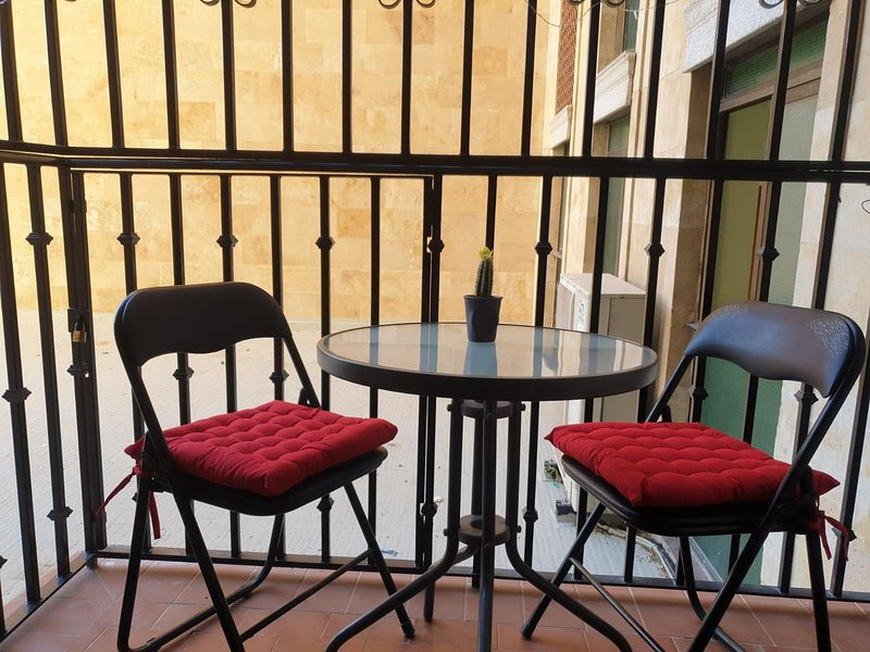 Nice apt with balcony & Wifi, holiday rental in Valdemierque