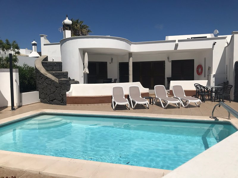 3 bed Luxury Villa Mimosa with heated private pool, vacation rental in Playa Blanca