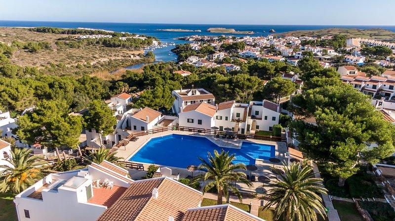Apartamento en Addaia piscina,wiffi,aire acondicionado y lavavajillas, location de vacances à Es Grau