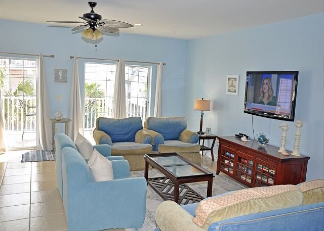 Stunniing 5BR Villa with 5 Baths in the Ocean Drive section  No Myrtle Beach, holiday rental in North Myrtle Beach
