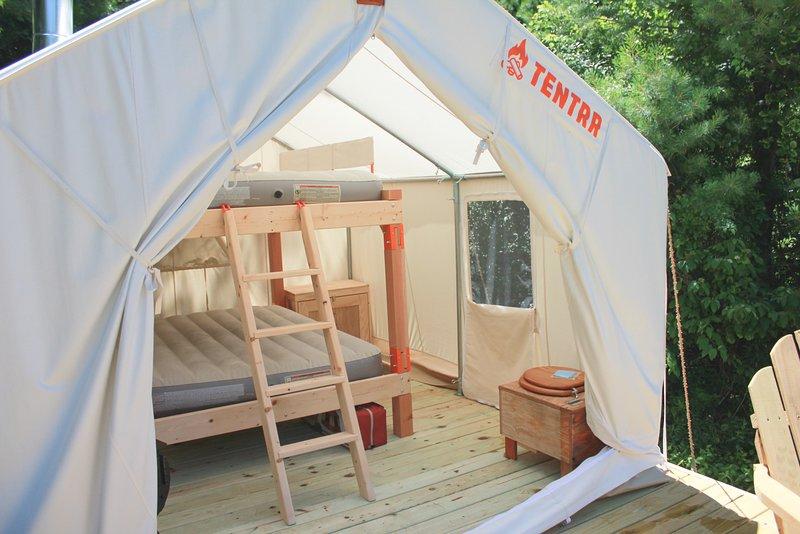 Tentrr Signature Site - Your Own Private Meadow, aluguéis de temporada em Poland Springs