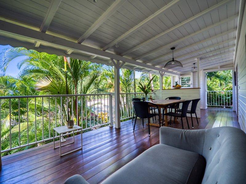 Le salon sur la terrasse du Lodge Coco, Deshaies, Guadeloupe