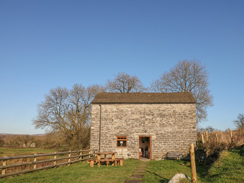 COLUMBINE BARN, open plan layout, family bedrooms, countryside views, in, location de vacances à Hathersage