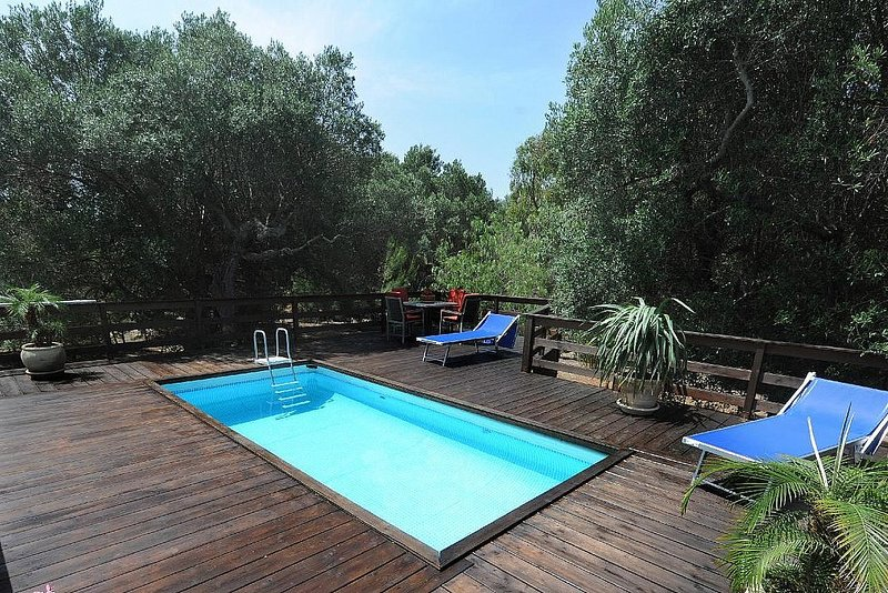 Marina di Felloniche Holiday Home Sleeps 6 with Pool Air Con and WiFi - 5821648, holiday rental in Marina di Felloniche