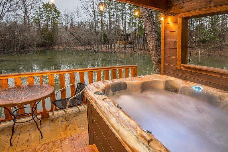Deslícese en la bañera de hidromasaje y relájese con sus compañeros de viaje.