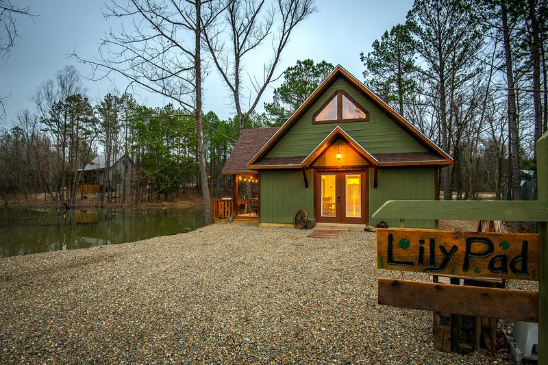 Broken Bow 'Lily Pad on the Pond'- Hot Tub+Fishing, vacation rental in Hochatown
