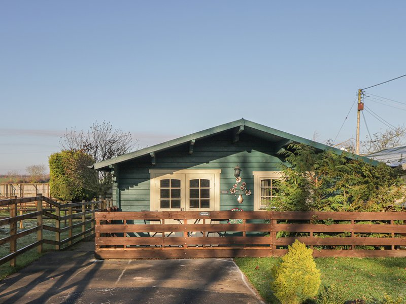 THE NOOK, single-storey, open plan living, Royal Wootton Bassett, Ref. 904115, holiday rental in Royal Wootton Bassett