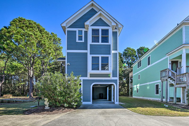 Coastal Home w/ Community Pool < 2 Miles to Beach!, alquiler de vacaciones en Corolla