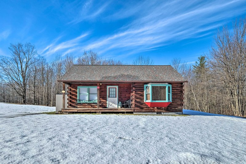 NEW! High Peak Heaven: Cozy Log Cabin on 1 Acre!, casa vacanza a Westerlo