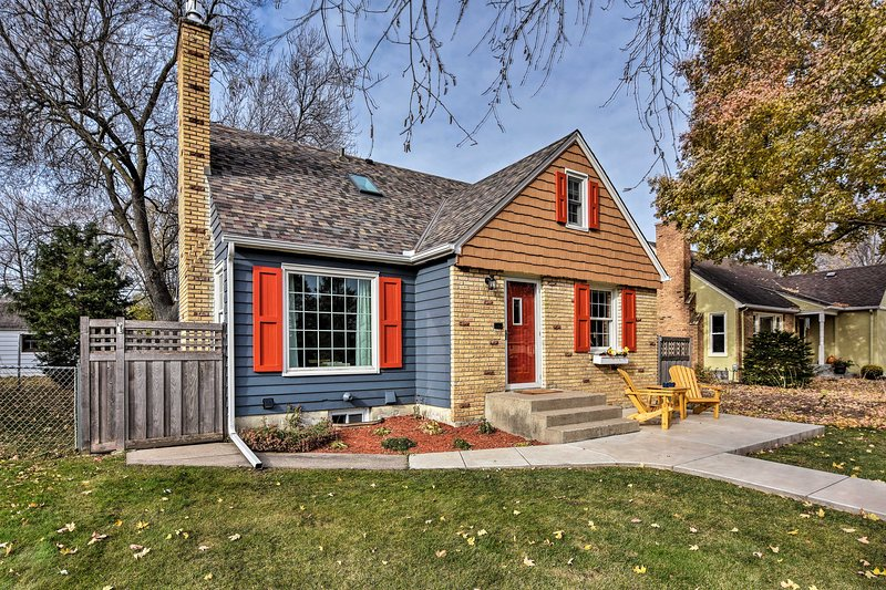 Modern Bungalow w/ Game Room - Bike MPLS Parkway!, holiday rental in Mendota Heights